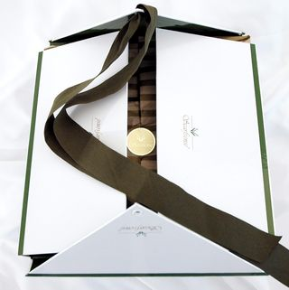 Gift_Delivery_and_Presentation